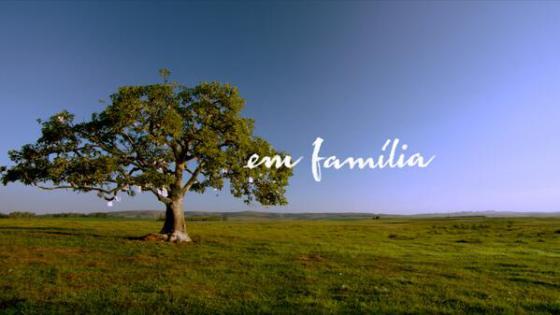 em família logo